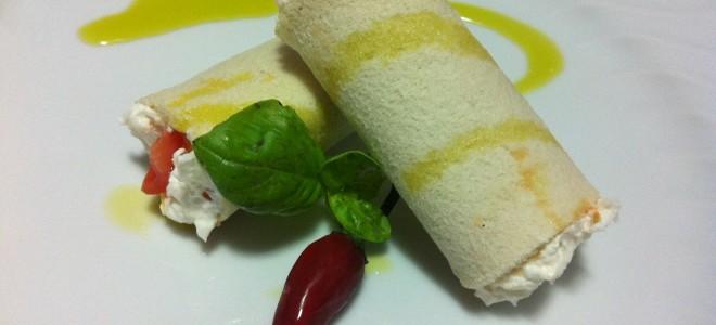 Cannoli di pane, stracciatella e pomodori datterini